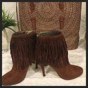 ✨NWT✨Gorgeous Ankle Top Fringes Cognac Heel Boots